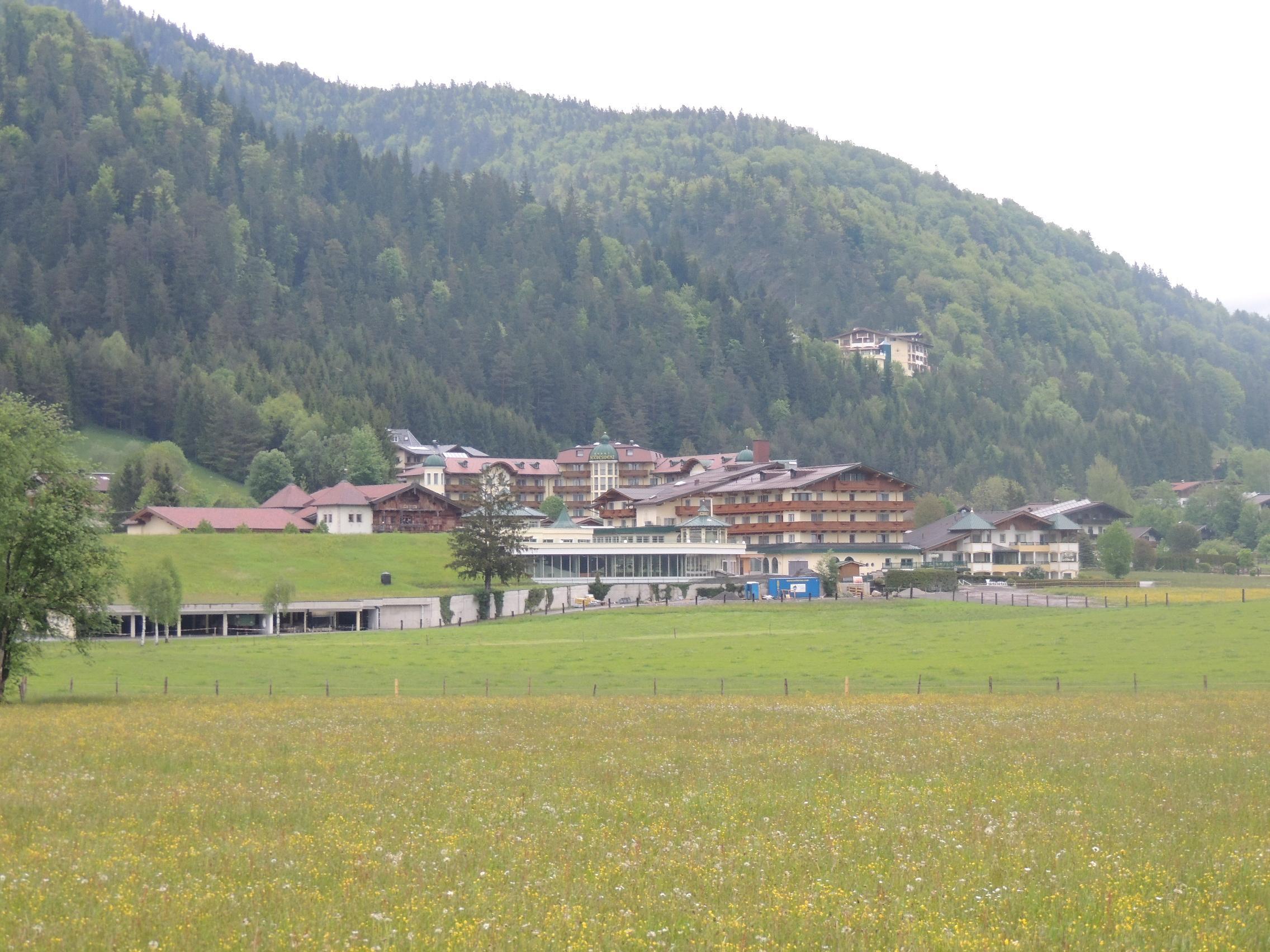 Unser Hotel (vom Walchsee fotografiert)
