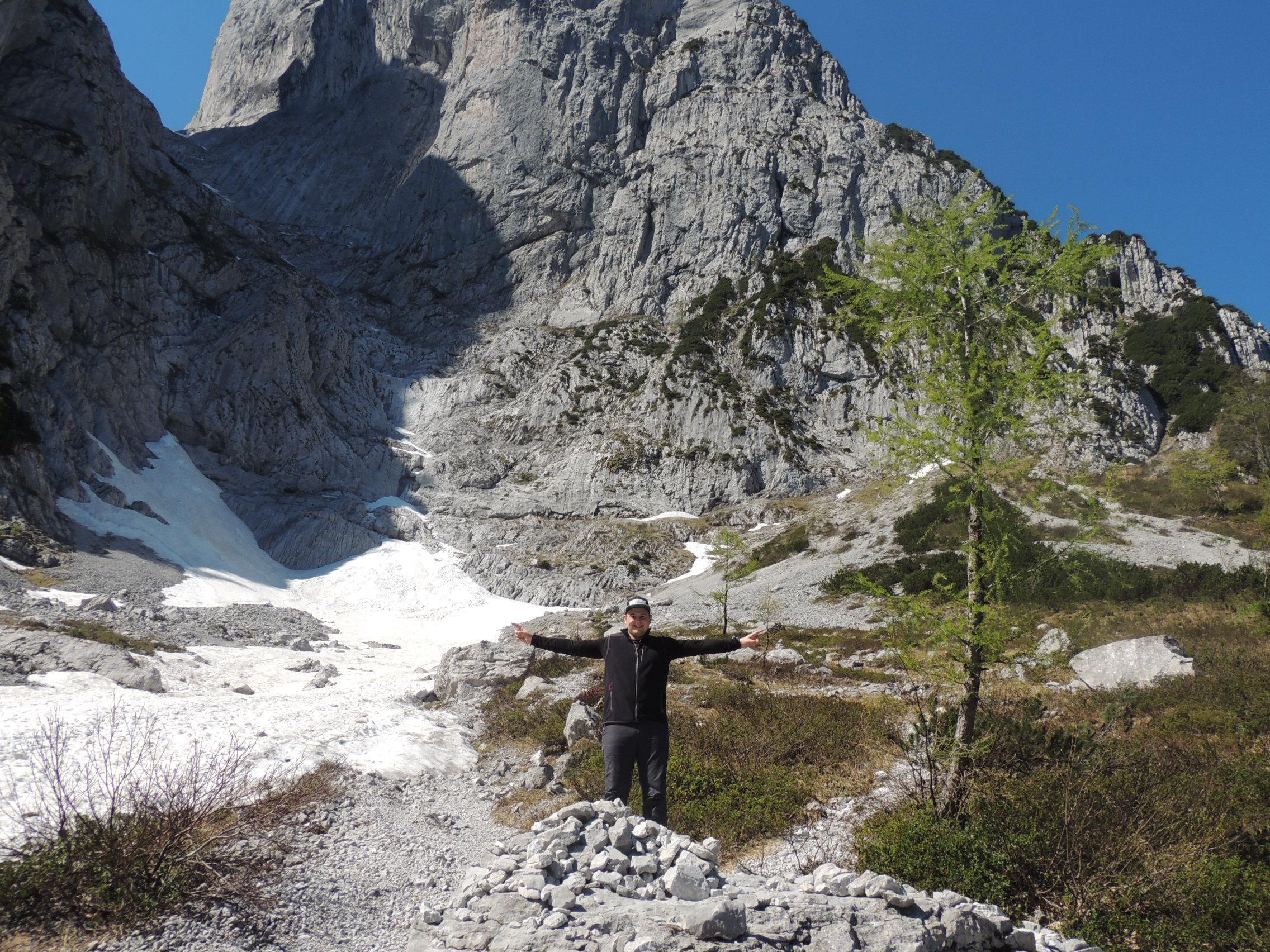 Josh im alpineren Teil der Wanderung im Stripsenjoch
