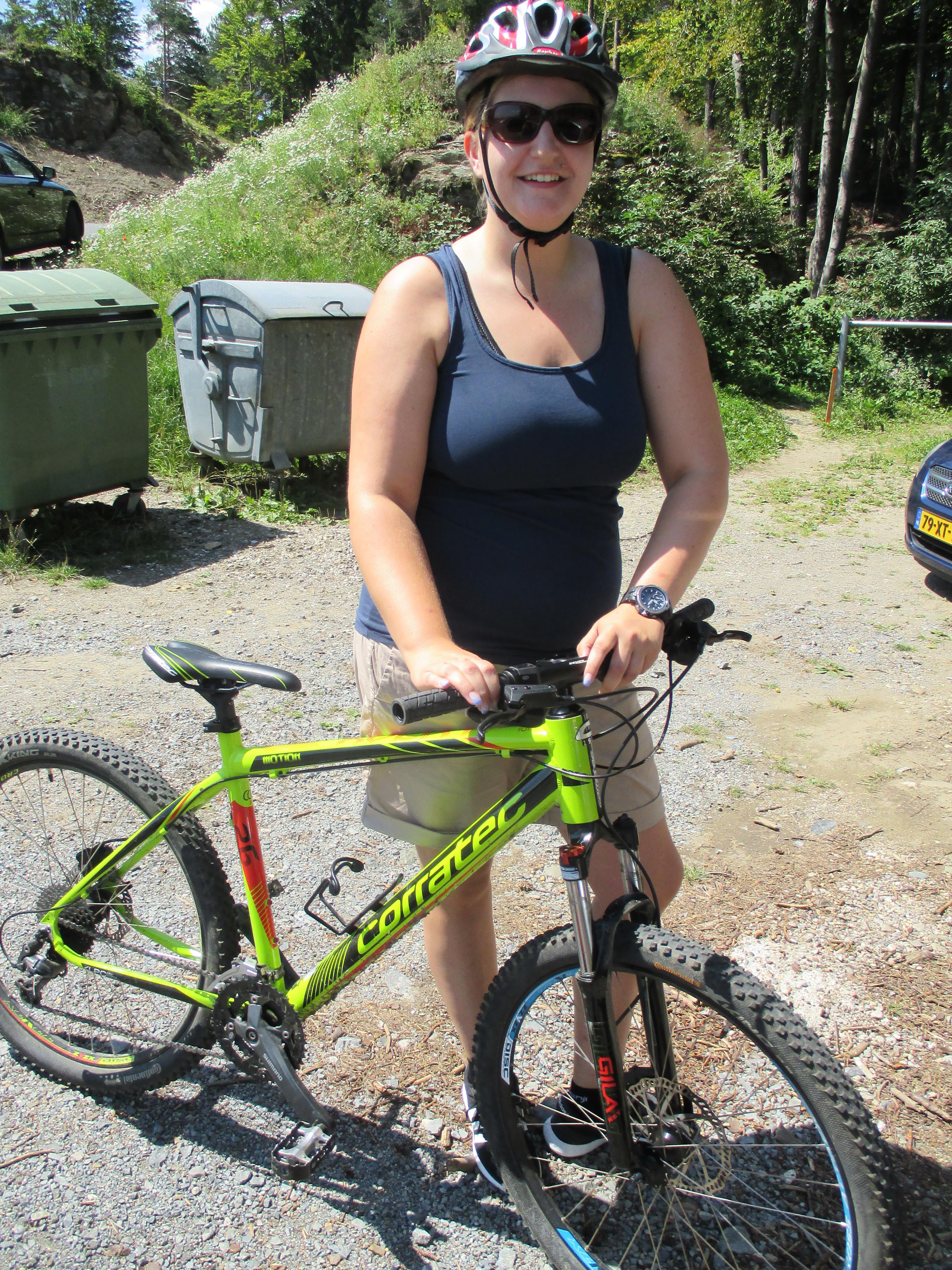 Sina und ihr Mountainbike