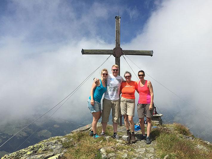 Feli, Rene, Irmi & Birgit auf dem Gipfel